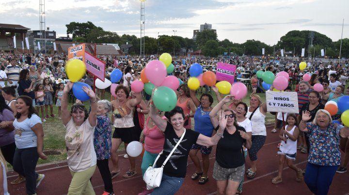 Los protagonistas de las actividades de verano disfrutaron de la fiesta en el Estadio Municipal.