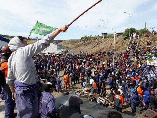 Conflicto. Los obreros de la mina de Rio Turbio protestan contra el cierre de la fuente de trabajo.