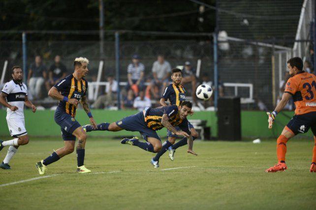 Central perdió con Gimnasia por 2 a 1 y Leo Fernández se quedó sin invicto