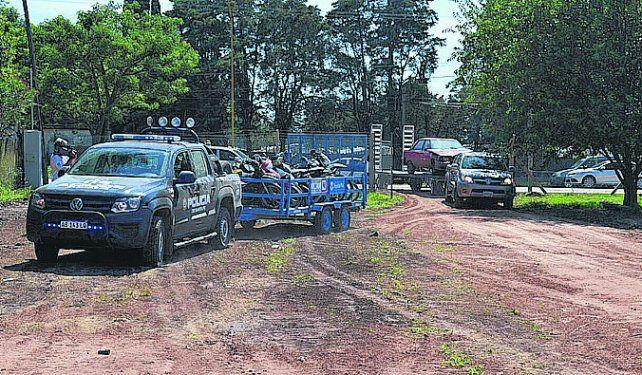 Retirados al fin. Los vehículos fueron llevados al depósito judicial.