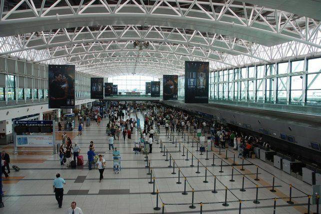 Buscan a una mujer que desapareció en el aeropuerto de Ezeiza