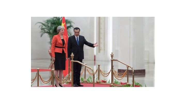 Theresa May y Li Keqiang ayer.