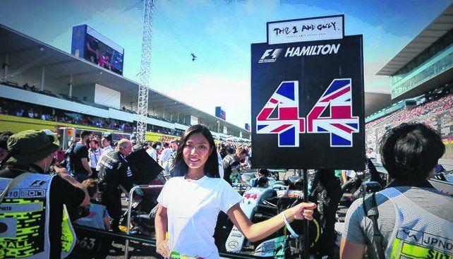 Cambio de imagen. La postal de una promotora sosteniendo el cartel de un piloto o un paraguas pertenece al pasado. La Fórmula Uno ya no tendrá Grid Girls. <br>