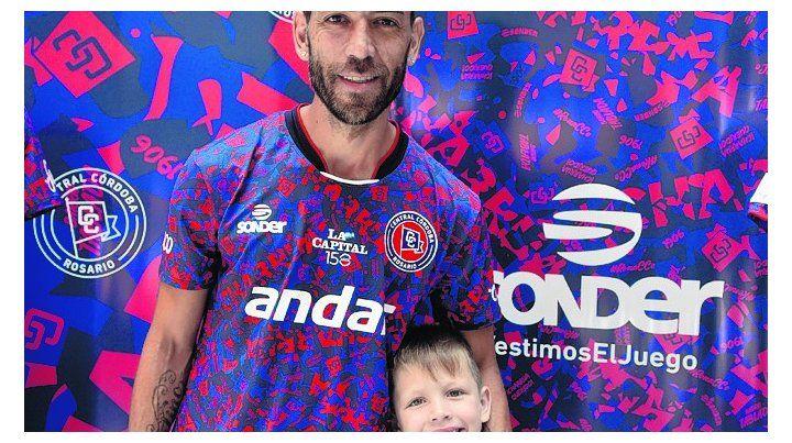 Felices. El Chelito con su hijo Santino (ayer cumplió 6)