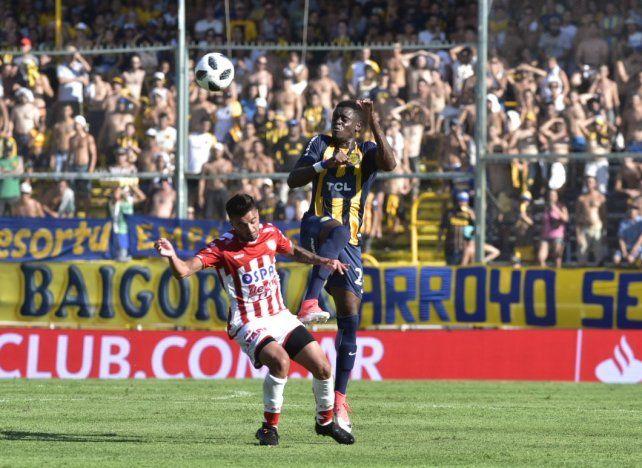 Buenas y malas. El colombiano Cabezas debutó en Central con un triunfo sobre Unión.