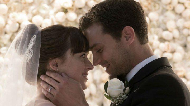 En Cincuenta sombras liberadas Anastasia Steele y Christian Grey suben al altar. Pero aparecen nubarrones en la relación.