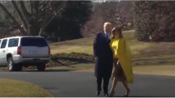 Un video muestra cuando Melania le saca la mano a Trump