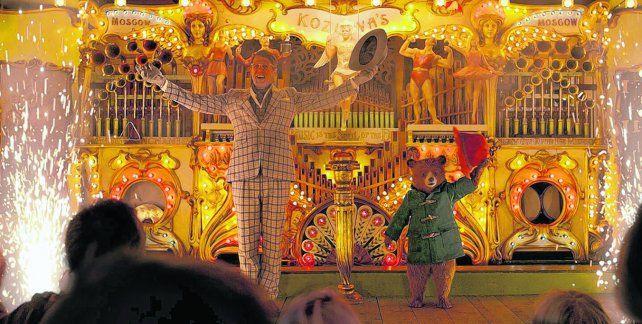 aventurero. El oso Paddington incursiona en el mundo circense de Londres junto a Hugh Grant para poder ahorrar dinero.