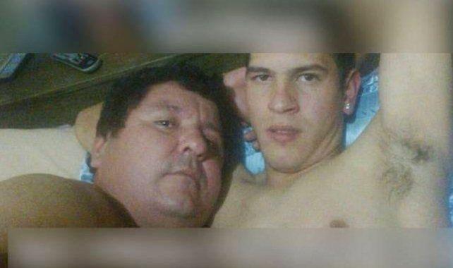 Escándalo. Una de las imágenes filtradas del futbolista junto al presidente de Rubio Ñú.