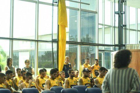 atentos. Los jugadores del primer equipo se mostraron participativos y aseguraron que les gustó la charla.