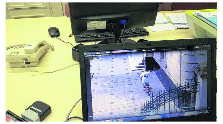 in fraganti. Las cámaras de videovigilancia registraron el robo.