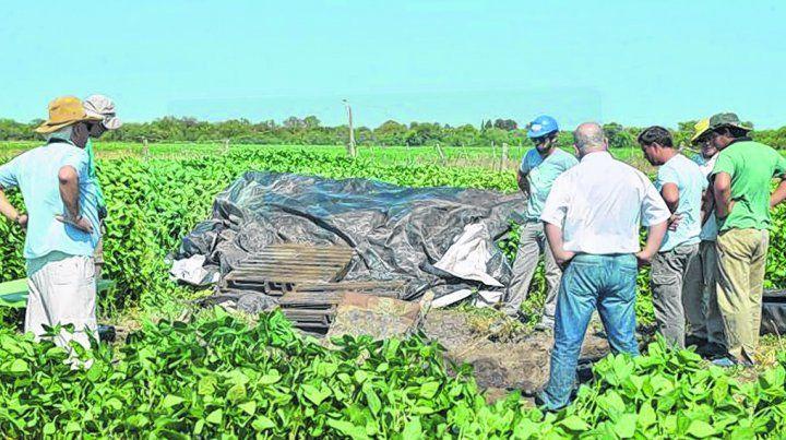 la búsqueda. Los restos están siendo rastrillados en un campo privado. Los Gill desaparecieron en 2002.