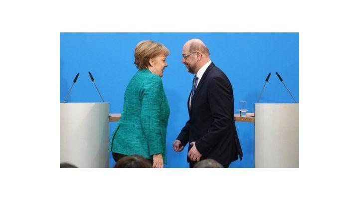 anuncio. La canciller Merkel y el máximo dirigente socialdemócrata