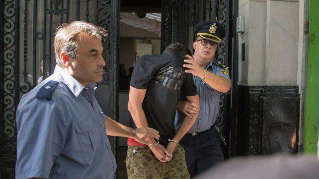 Paladini sale de la Fiscalía, ya en calidad de detenido.