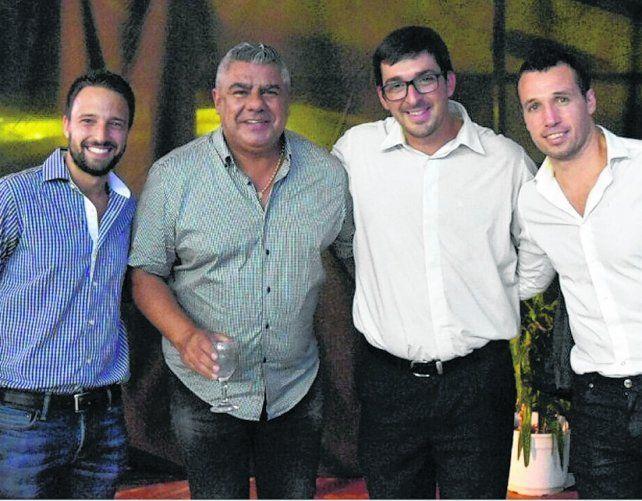 Brinda con alegría. Claudio Tapia estuvo a cargo del discurso de presentación de la Liga Nacional.