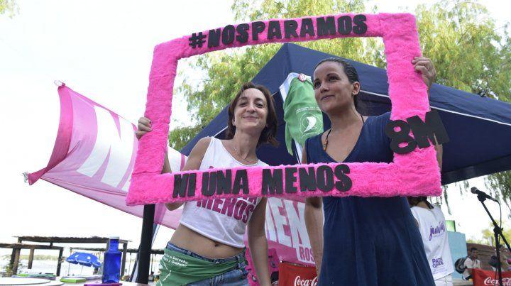 Las mujeres difundieron ayer la actividad en la Rambla.