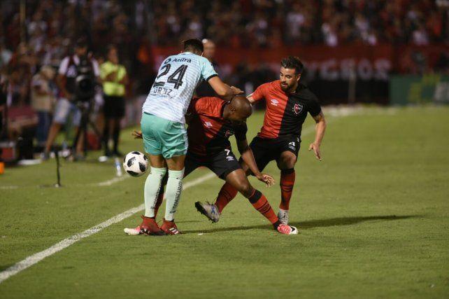 Newells mostró una floja imagen y sufrió una durísima derrota frente a Colón