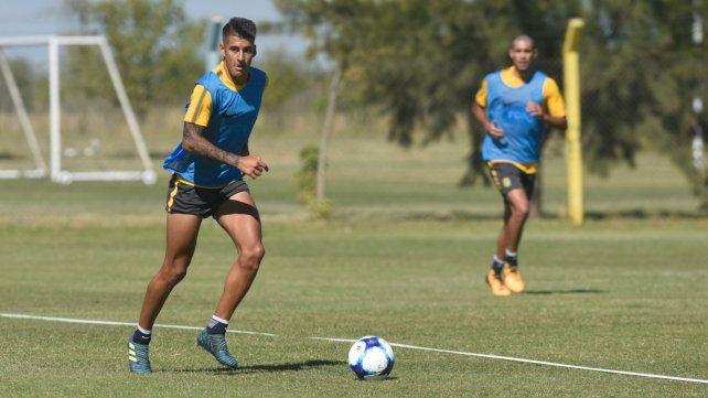 Apuesta. Joaquín Pereyra tendrá que darle una mano en la marca al Colo Gil y también jugar.