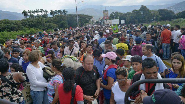 Salida. Numerosos venezolanos agolpados en Cúcuta