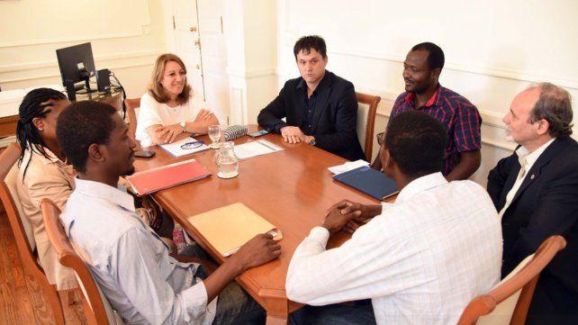 La intendenta realizó hoy las declaraciones luego de recibir a miembros de la comunidad haitiana.