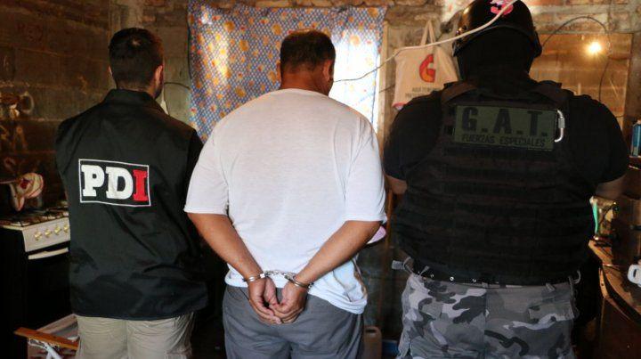 Cuatro detenidos y secuestro de armas en operativos policiales en zona sur