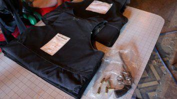 cuatro detenidos y secuestro de armas en allanamientos