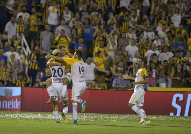Andrés Lioi acaba de marcar su segundo tanto