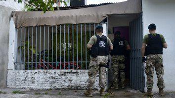 La Tropa de Operaciones Especiales detuvo a cuatro personas la semana pasada en Ayacucho al 4000 por usurpar una vivienda para ejercer allí actividad criminal.