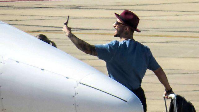 Maluma. Los spotters tomaron al cantante colombiano haciéndose una selfie.