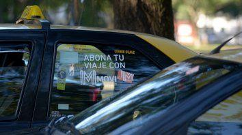 Con tarjeta o en efectivo. Los dueños de licencias reclaman que se autorice un aumento del 25 por ciento para el servicio de taxis.