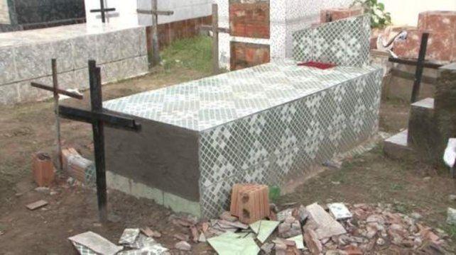 Increíble pero real. Los familiares abrieron la sepultura. Una testigo asegura que la mujer quiso salir.