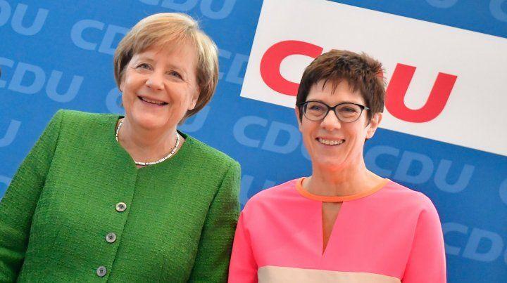 Es ella. Merkel postuló a Annegret Kramp-Karrenbauer para sucederla.