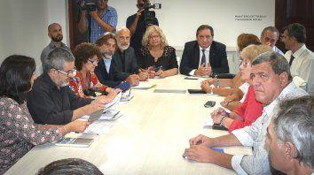La ministra de Educación Claudia Balagué y el ministro de Trabajo Julio Genesini se reunieron con los gremios.