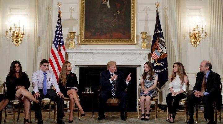 Reunión. Donald Trump habla ante los estudiantes secundarios