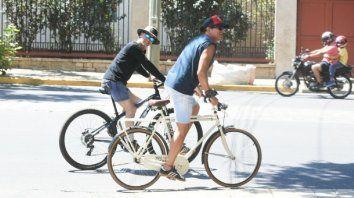 Carlos Vives salió a rodar por las calles de San Juan.