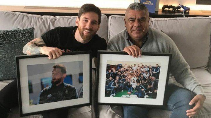 Encuentro. Messi recibió a Chiqui Tapia en su casa y ambos disfrutaron unos mates.
