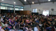 Los docentes rosarinos participaron masivamente de la asamblea.