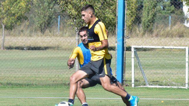 Alternativa. López Pissano intenta superar a Diego Becker. El juvenil se perfila.
