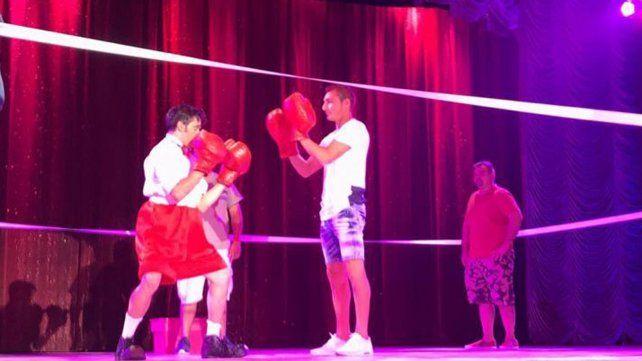Marco Ruben mostró habilidad para el box y el humor en el Circo Tihany