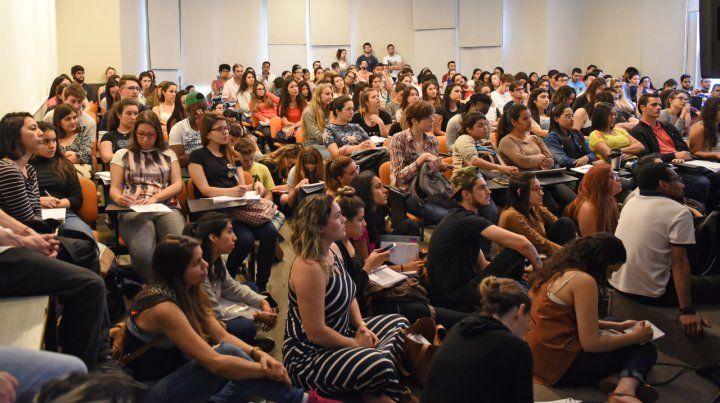 Todos en las aulas. En la UNR estudian hoy más de 80 mil alumnos