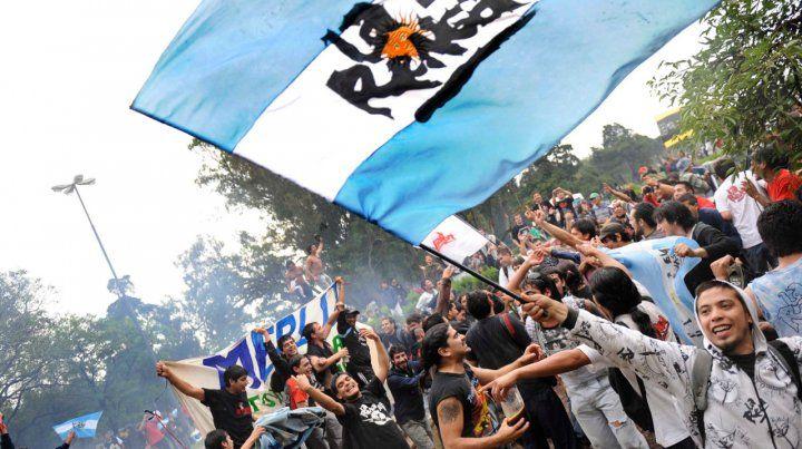El aguante. El público de La Renga espera volver a levantar los trapos en Rosario. ¿Será Central o Newells?.