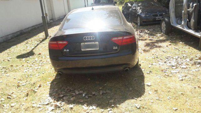 Audi A5. El vehículo no tenía papeles que acreditaran su tenencia.