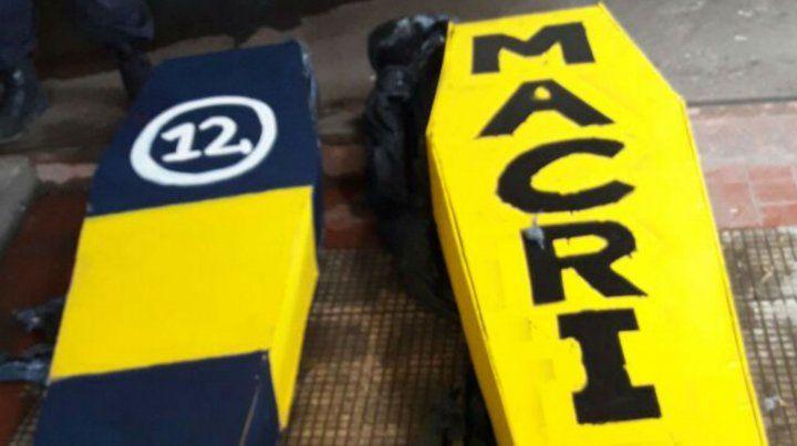 Secuestran cuatro ataúdes escondidos en el Gigante y uno tenía escrito Macri