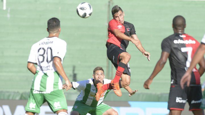 Un gol anulado a Joaquín Torres generó polémica en el sur