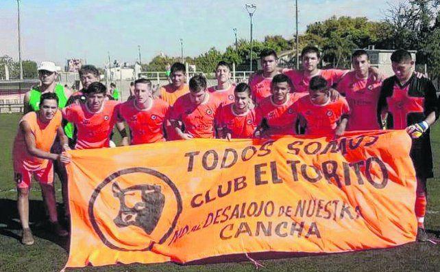Los protagonistas del ascenso. El equipo naranja festejó con un 2-0 sobre Bancario.