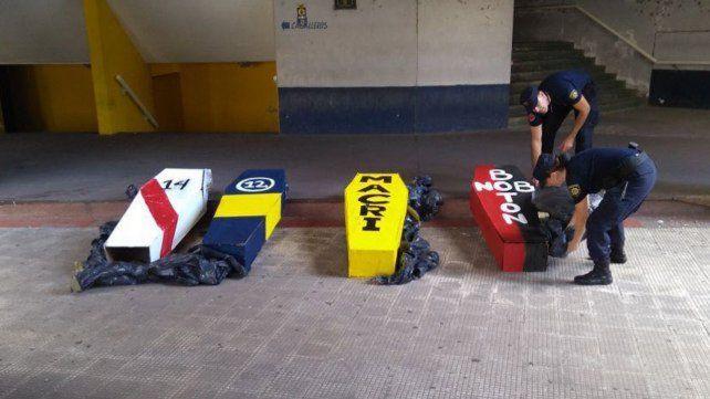 Los ataúdes que armaron y pintaron algunos hinchas podrían convertirse en un problema para el club.