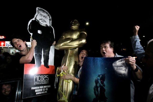 Hinchada. La gente celebra en Guadalajara