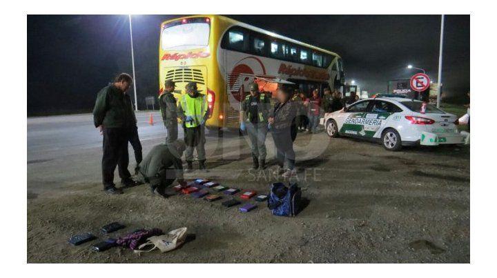 Detienen en un ómnibus en la autopista a Santa Fe a una mujer con 16 kilos de cocaína
