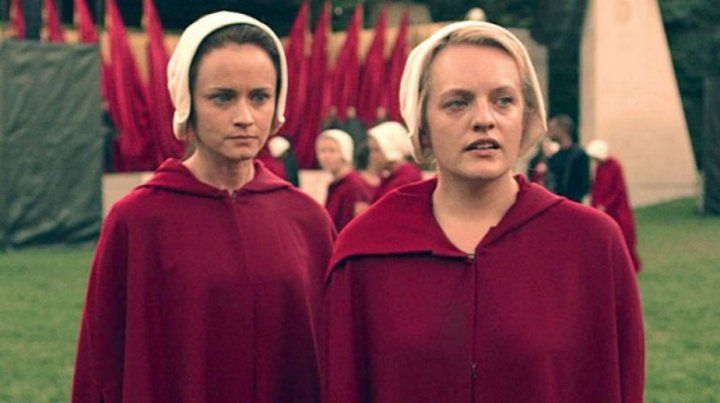 Premiada. Elisabeth Moss (derecha)