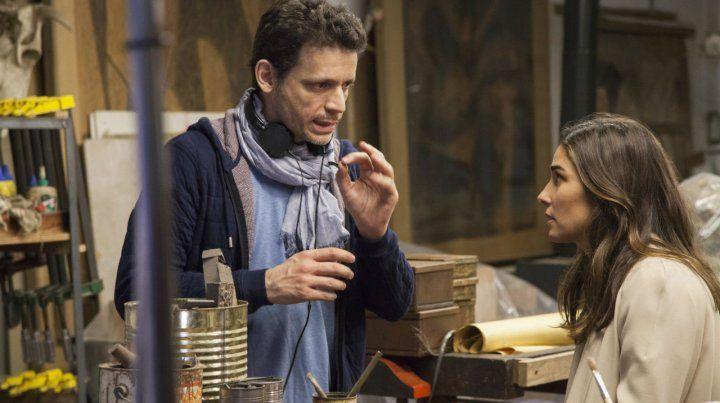 Director y protagonista. Daniel Burman le marca una escena a Juana Viale en pleno rodaje de Edha